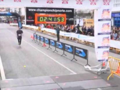 O homem que sempre chega em último nas maratonas