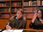 Bolsonaro fala em sua transmissão semanal no Facebook.
