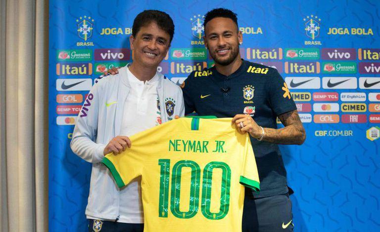 Neymar completará 100 jogos pela seleção brasileira em Cingapura.