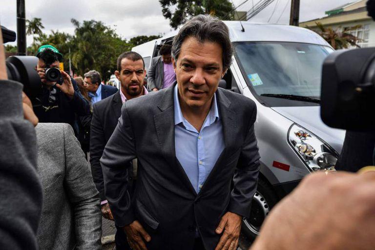 Fernando Haddad chega à Superintendência da Polícia Federal em Curitiba nesta segunda-feira.