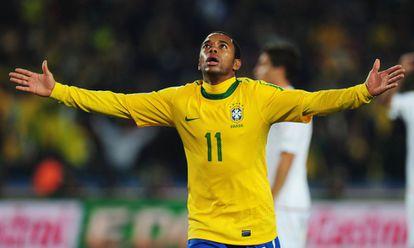 Robinho atuando pela seleção brasileira, em 2010.