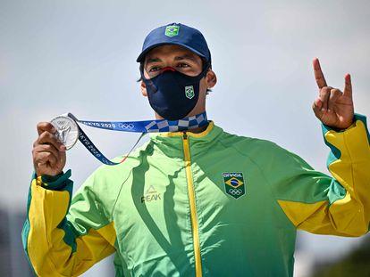 Kelvin Hoefler com sua medalha de prata.