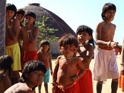 Crianças indígenas da região do Vale do Araguaia, no Mato Grosso.