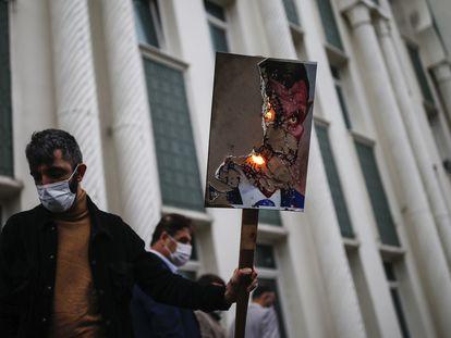 Protesto contra o presidente francês, Emmanuel Macron, em 30 de outubro, em Istambul (Turquia).