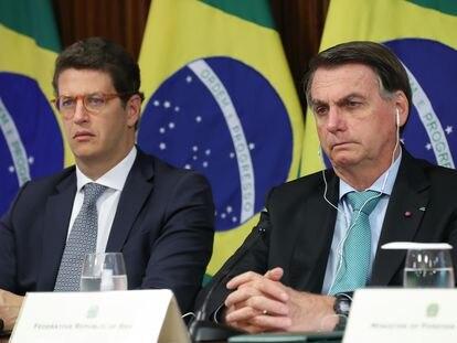 O presidente Jair Bolsonaro participa da Cúpula do Clima ao lado do ministro do meio ambiente, Ricardo Salles, nesta quinta-feira.