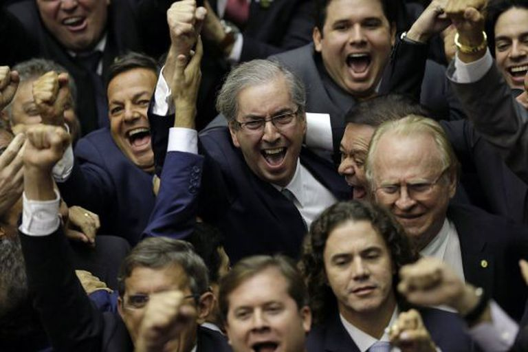 O presidente da Cámara de Diputados de Brasil, Eduardo Cunha, celebra sua eleição.