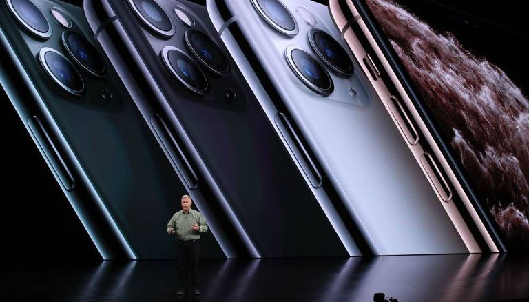 O vice-presidente de marketing mundial de produtos da Apple, Phil Schiller, apresenta o iPhone Pro.
