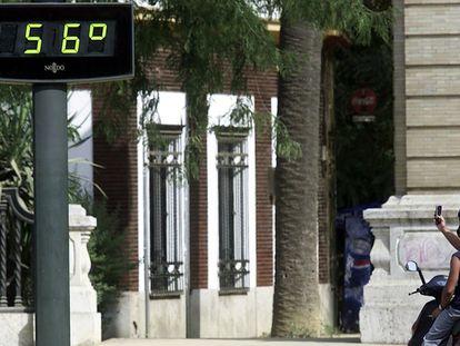 Uma rua de Sevilha em 1º de agosto de 2003.