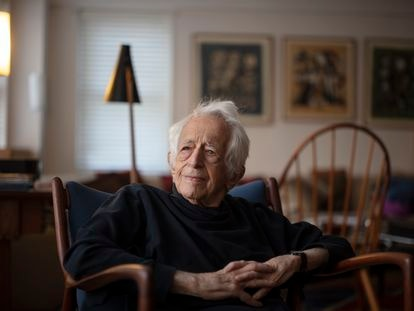 O filósofo Richard J. Bernstein em sua casa em Nova York em 4 de fevereiro.