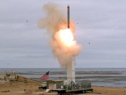 Lançamento do míssil, na segunda-feira, em San Nicolás (Califórnia).