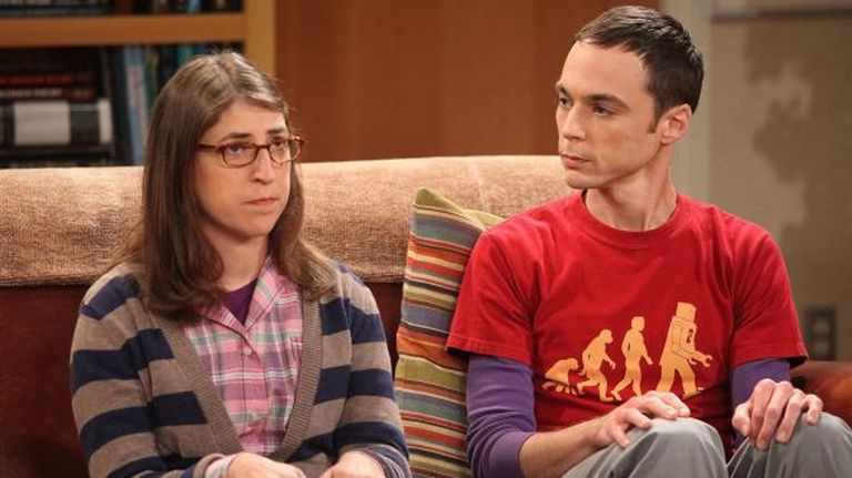 Amy e Sheldon, personagens de 'The Big Bang Theory'.