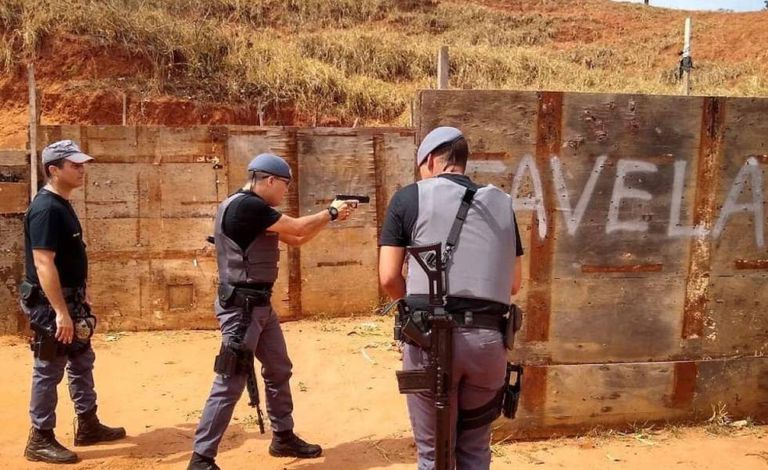 """Área de treinamento do Baep com a inscrição """"Favela"""" em imagem feita em agosto deste ano"""
