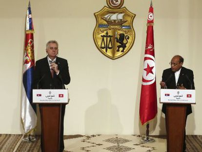 Moncef Marzouki (dir.) e Tomislav Nikolic no Palácio de Cartago da Tunísia.