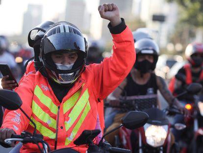 Entregador da Rappi durante protesto por melhores condições do trabalho em julho de 2020 em São Paulo.