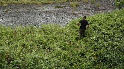 Frame do filme 'Toxitour' mostra uma das piscinas de dejetos de petróeleo na região de Lago Ágrio.