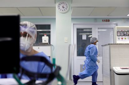 Profissionais de saúde na linha de frente do combate ao coronavírus no hospital Nossa Senhora da Conceição, em Porto Alegre, na sexta-feira, 17 de abril.