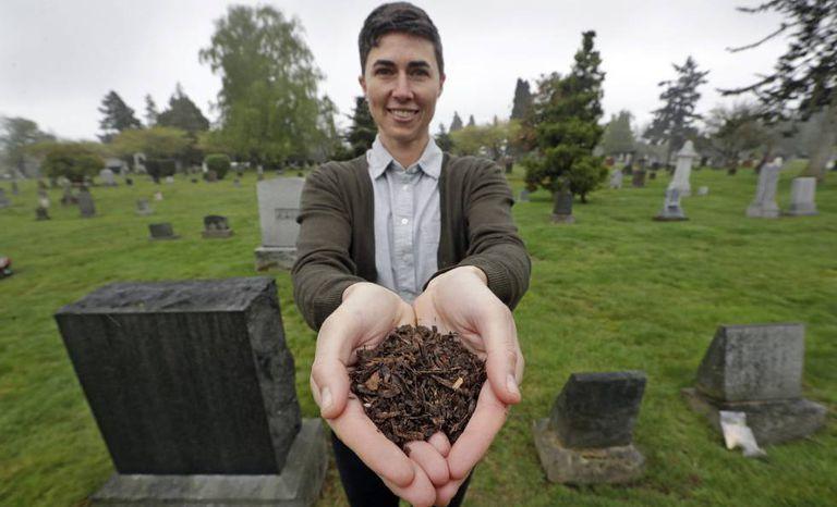 Katrina Spade, CEO da Recompose, empresa que pretende usar a compostagem como alternativa em vez de enterrar ou incinerar restos humanos.