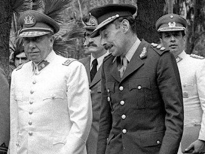 Os ditadores do Chile, Augusto Pinochet, e da Argentina, Jorge Videla.