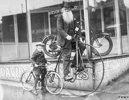 Um menino e seu avô em Seattle, em 1925