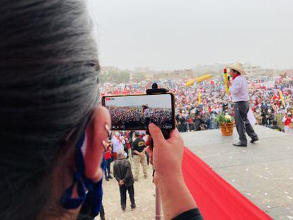 Comício do candidato Pedro Castillo na quinta-feira, na zona norte de Lima. (J. D. Q.)