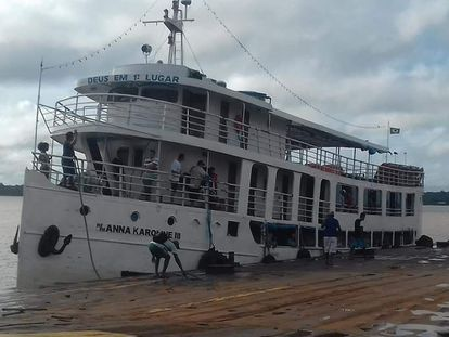 A embarcação Anna Karoline III, que naufragou neste sábado (29/02).