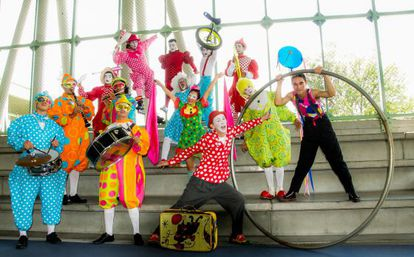 "Numa apresentação no complexo esportivo Atanasio Girardot, a ""Fantasia Circense"" do Circo de Medellín encanta a cidade."