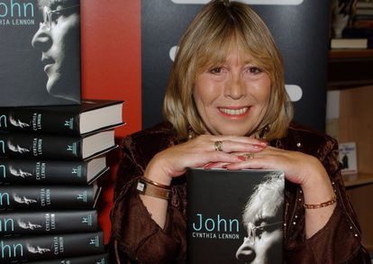 Cynthia Lennon, na apresentação da biografia 'John' em 2005.