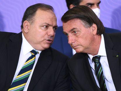 O ministro Pazuello e o presidente Bolsonaro no dia 16 de dezembro, em Brasília.