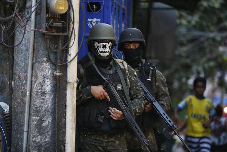 Militares participam de operação na favela da Rocinha.