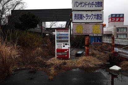 Um posto de gasolina da área evacuada de Fukushima.