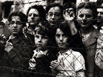 Britânicos e americanos no campo de concentração de Vittel em 1944.