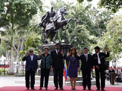 Os presidentes posam para a foto oficial da cúpula do Mercosul.