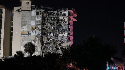 O prédio que desabou em Miami nesta quinta-feira.