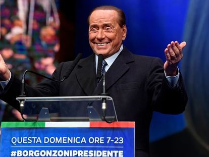 O ex-primeiro-ministro Silvio Berlusconi discursa num comício em janeiro passado, na região da Emilia Romana.