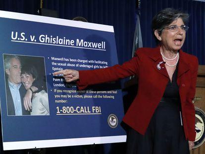 Na foto, o anúncio das autoridades sobre o caso de Jeffrey Epstein. Em vídeo, a detenção de Ghislaine Maxwell, amiga de Epstein acusada de colaborar em uma trama de pedofilia.