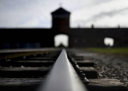 Porta de entrada de Birkenau.