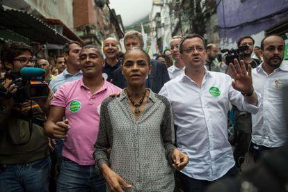 Marina, acompanhada de seu vice Beto Albuquerque e Romário.