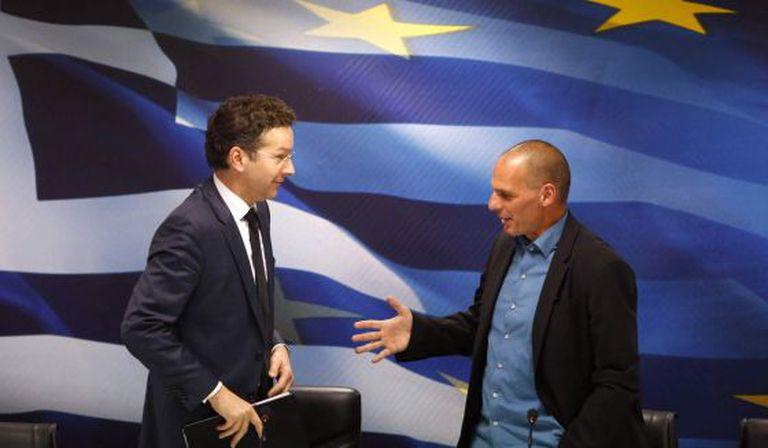 O presidente do Eurogrupo, Jeroen Dijsselbloem (à esq.), e o ministro grego das Finanças, Yanis Varoufakis, na sexta-feira em Atenas.