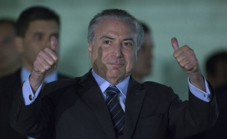 Temer deixa hospital em Brasília.