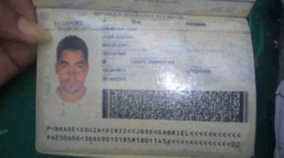 Passaporte de Gabriel Diniz encontrado no local.