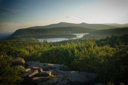 Panorâmica das montanhas Catskills desde Sunset rock, no Estado de Nova York.