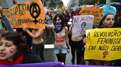 Mulheres protestam na Marcha das Vadias, no ultimo dia 24, 2014.