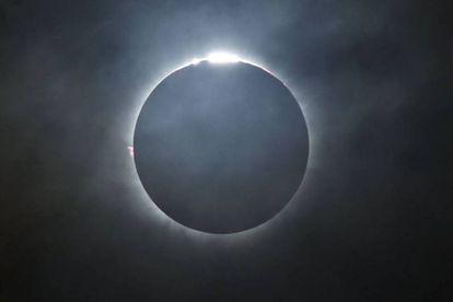 Eclipse solar total visto da Ilha Ternate, na Indonésia, em março de 2016.