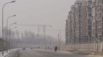 Periferia de Pequim sob uma nuvem de poluição, no dia 14 de fevereiro.