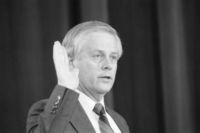 Allan McDonald antes de depor a uma CPI da Câmara de Representantes que investigava a explosão do ônibus espacial 'Challenger'.