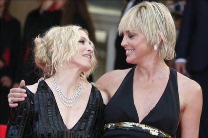 A imprensa as contrapôs durante anos, mas Sharon Stone e Madonna demonstraram que tinham uma relação cordial, posando frequentemente juntas para as câmeras. Nesta imagem, por exemplo, estão no Festival de Cannes de 2008.