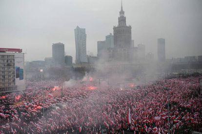 Milhares de ultras marcham neste domingo em Varsóvia durante o dia da independência da Polônia.