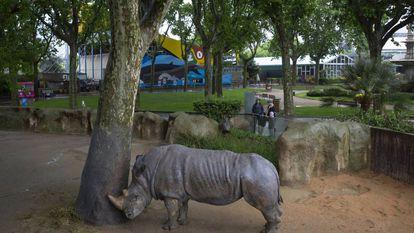 Um rinoceronte no zoológico de Barcelona.