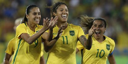 Brasil x Suécia: Beatriz, Cristiane e Marta comemoram gol.