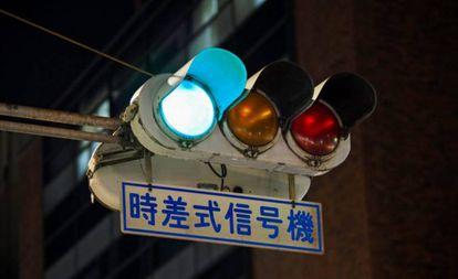 Semáforo azul no Japão.